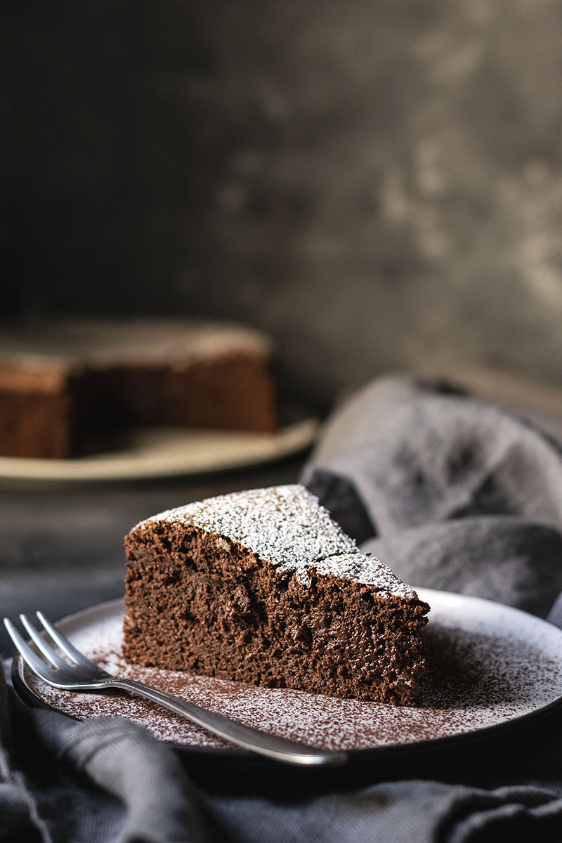 5-ingredient flourless chocolate cake (with no butter) 5