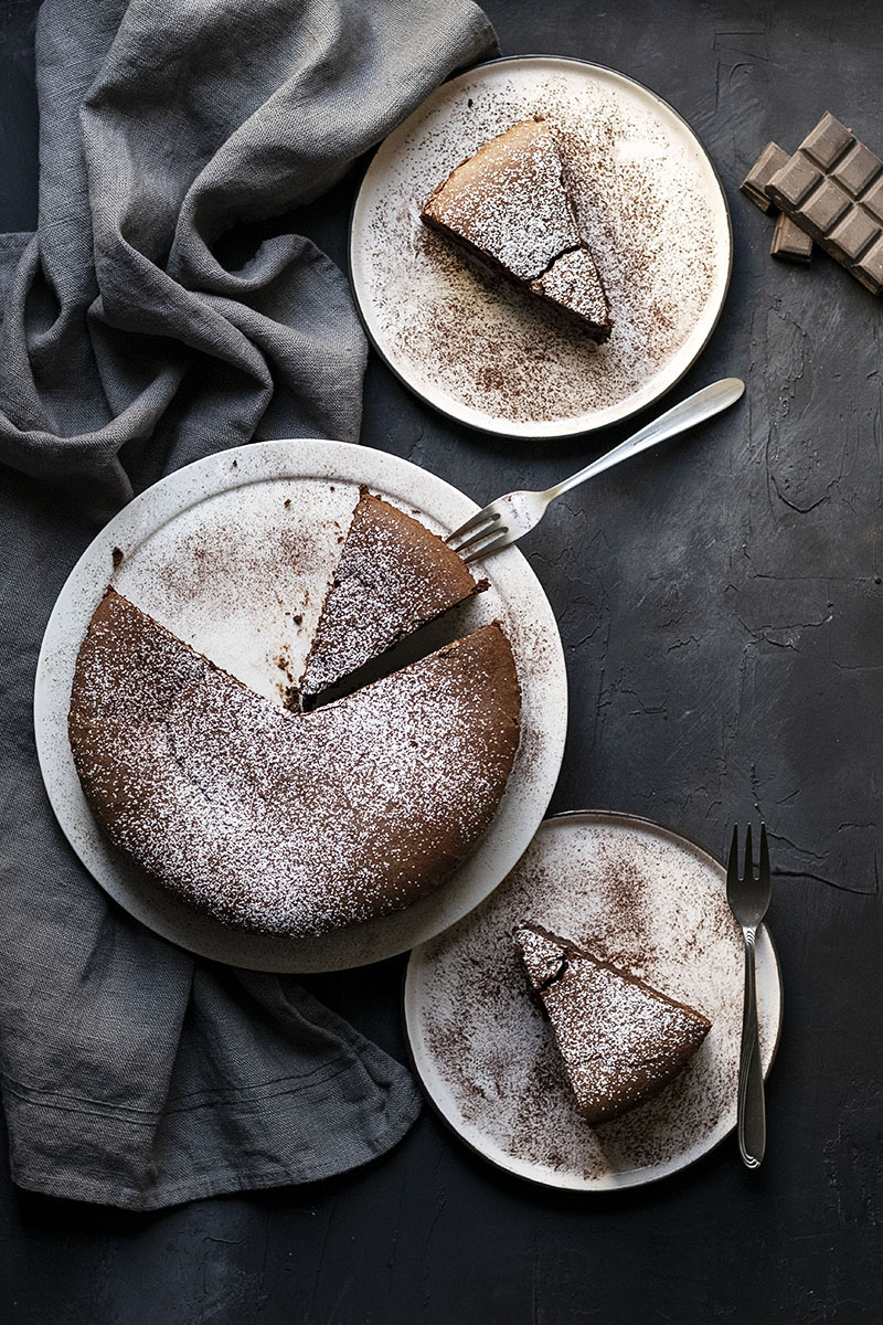 5-ingredient flourless chocolate cake (with no butter) 6