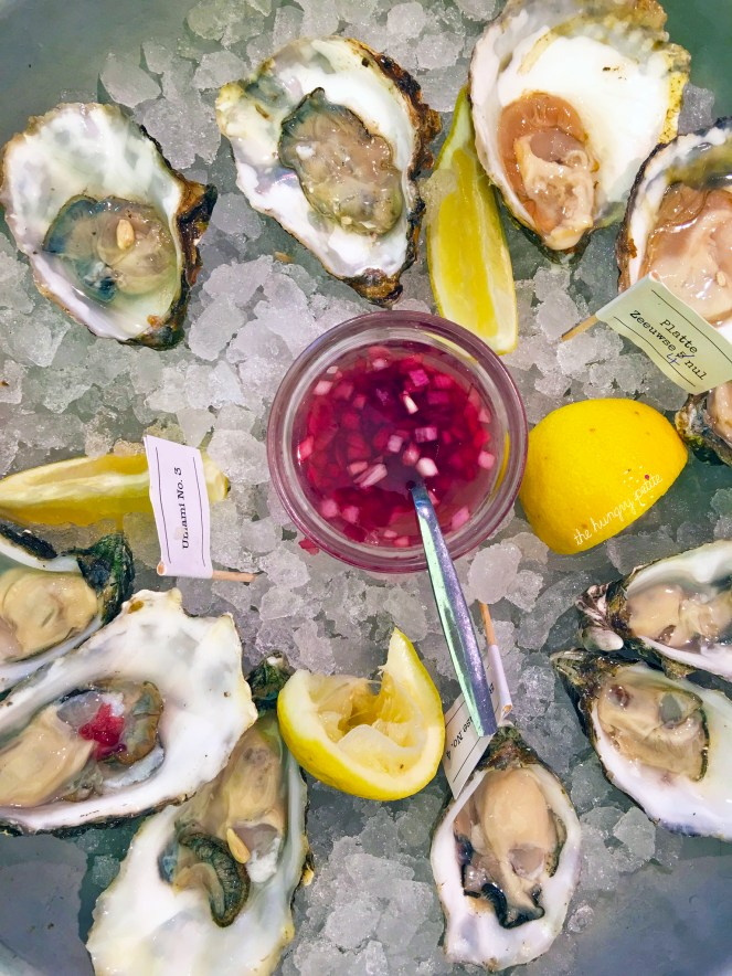 A dozen delicious briny oysters- Boudeuse No.4, Umami No.3, Platte Zeeuwse 4 nul