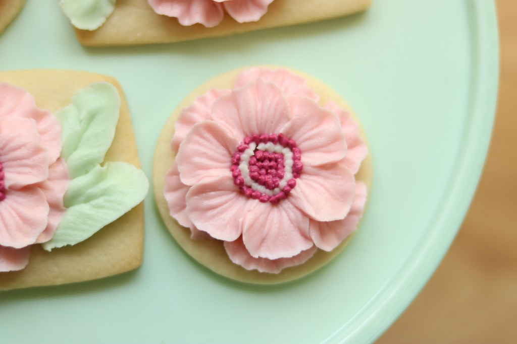 the hutch oven buttercream flower