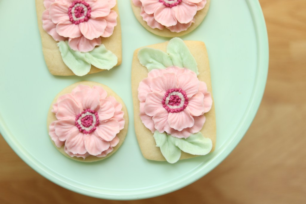 How to pipe textured buttercream flowers