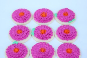 how to pipe Zinnia flowers