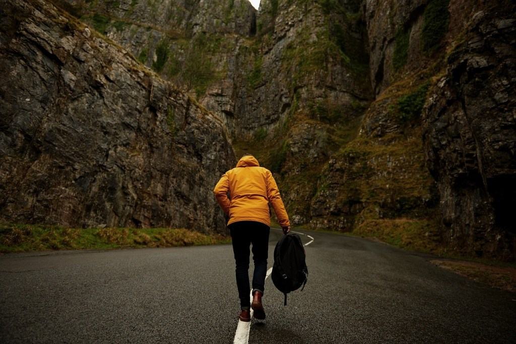 wellness trends and travel, hiking