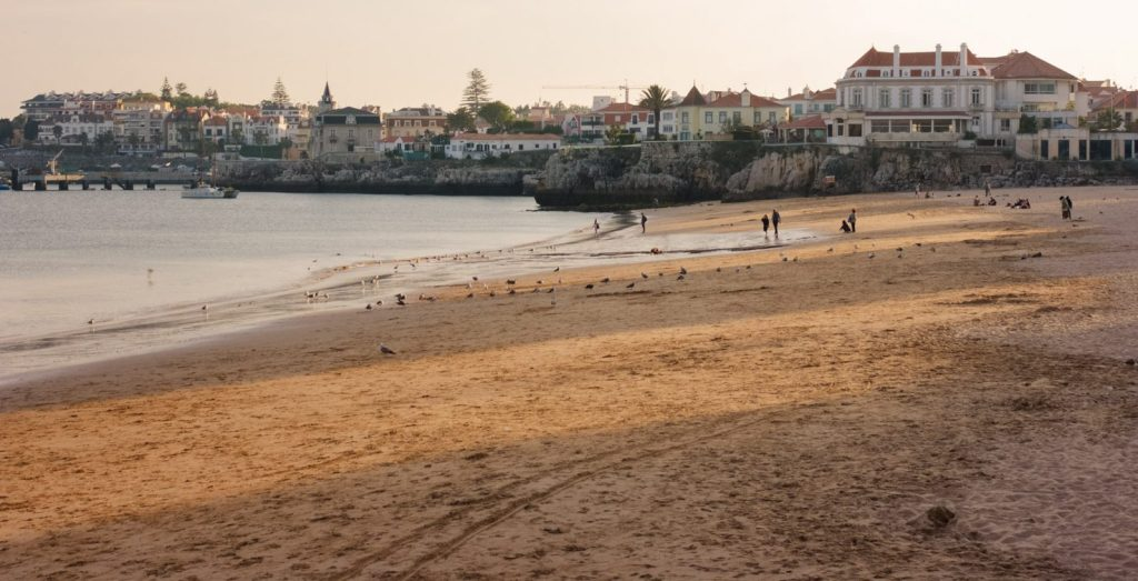 Things to in Cascais, yoga and surfing