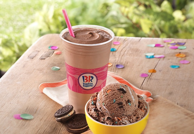 FAST FOOD NEWS BaskinRobbins Oreo Birthday Cake Ice Cream The