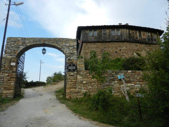 Entrance to Glozhene