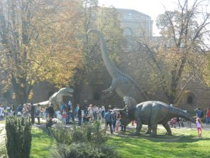 Holy crappola it's a DINOSAUR in Kalemegdan park!