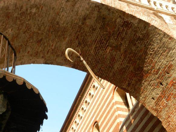 Whale bone, Verona