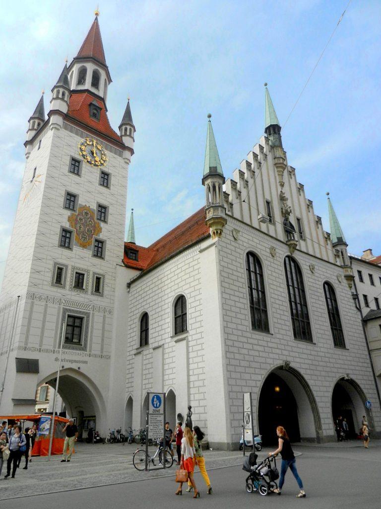 old-town-hall-marienplatz-munich-germany