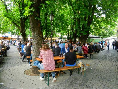 viktualienmarkt-beergarden-munich-germany
