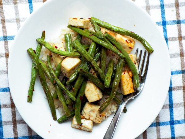 Spicy Garlic Roasted Green Beans and Tofu vegan