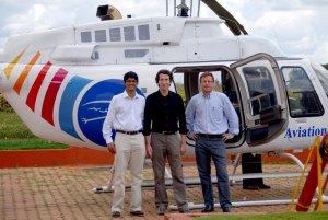 L'équipe fondatrice de Décathlon en Inde, dont Abraham Thomas et Michel Aballea