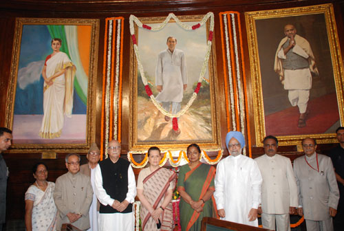The Prime Minister, Dr. Manmohan Singh and other dignitaries at the paying homage ceremony of the former Prime Minister Late Shri Rajiv Gandhi on the occasion of his 66th birth anniversary