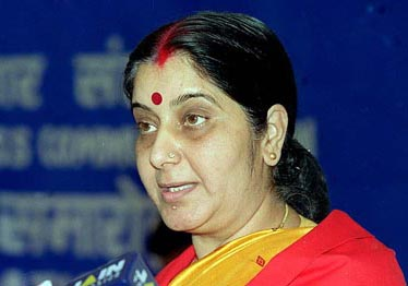 The Minister of Information and Broadcasting Smt. Sushma Swaraj delivering the convocation address at the 34th Convocation of the Indian Institute of Mass Communication, in New Delhi on April 26, 2001.