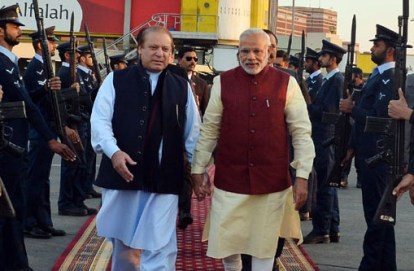 The Prime Minister, Shri Narendra Modi warmly received by the Prime Minister of Pakistan, Mr. Nawaz Sharif, at Lahore, Pakistan on December 25, 2015.