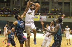 Uttarakhand centre Murali Krishna rebounds over TN forwards during the semis