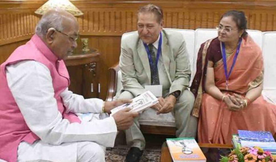 Haryana Governor, Mr. Satyadeo Narain Arya in a meeting with former Vice Chancellor, Punjab University and Babasaheb Bhimrao Ambedkar University, Padam Shri Dr. R. C. Sobti at Haryana Raj Bhawan, Chandigarh on September 24, 2018.