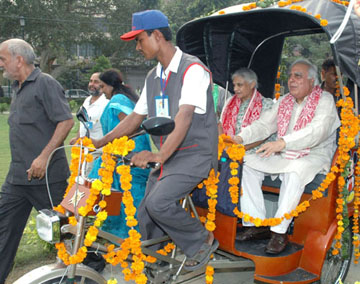 """The Union Minister of Science & Technology and Earth Sciences, Shri Kapil Sibal and the Chief Minister of Delhi, Smt. Sheila Dikshit launched the """"Soleckshaw"""" solar operated cycle rickshaw, in Delhi on October 02, 2008."""