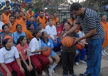 Internatiola Basketball player Jimmy (jaldeep Dhaliwal with special kids.