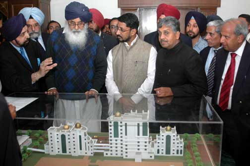 Punjab Chief Minister Mr. Parkash Singh Badal Inspacting the Model of Proposed Upgradation plan of the Govt. Medical College Amritsar at Punjab Bhawan Chandigarh.