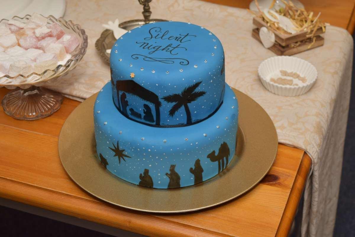 Fantastic Christmas Cake Ideas The Inspiration Edit