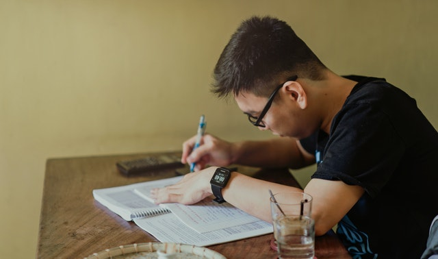 10 tips to Balance Study and Part-Time Work