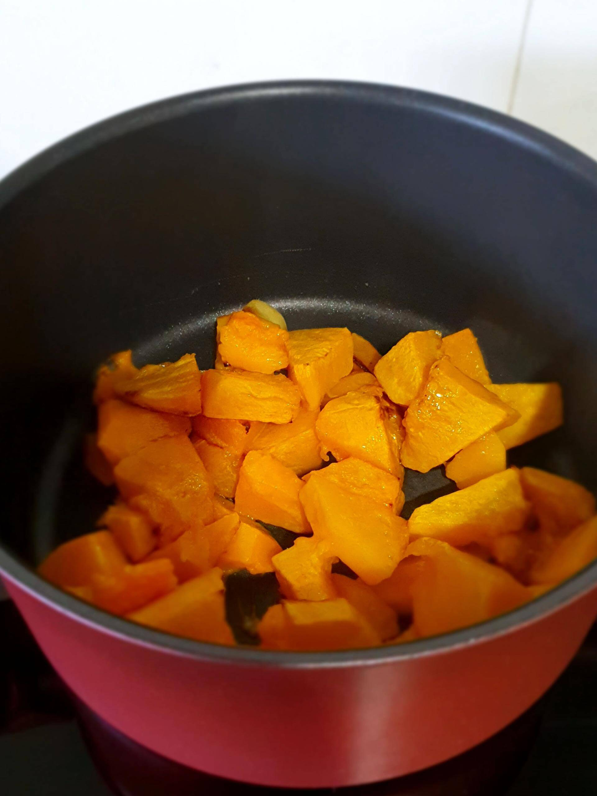 Roasted pumpkin & garlic soup