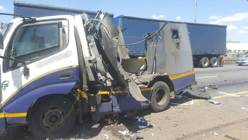 Thugs in Joburg Don't Joke: They Rob G4S Vans As They Move!! (Video)