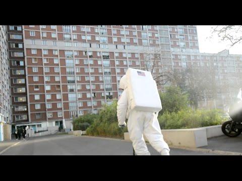 DTF – Cosmonaute (English lyrics)