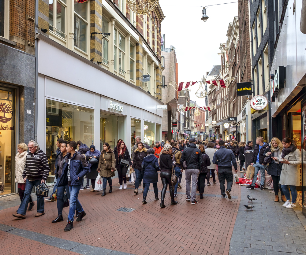 Retail sales rebound as warm weather boosts clothing figures