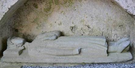 Effigy of King Conor na Siudaine Ua Briain in Corcomroe Abbey - The Irish Place