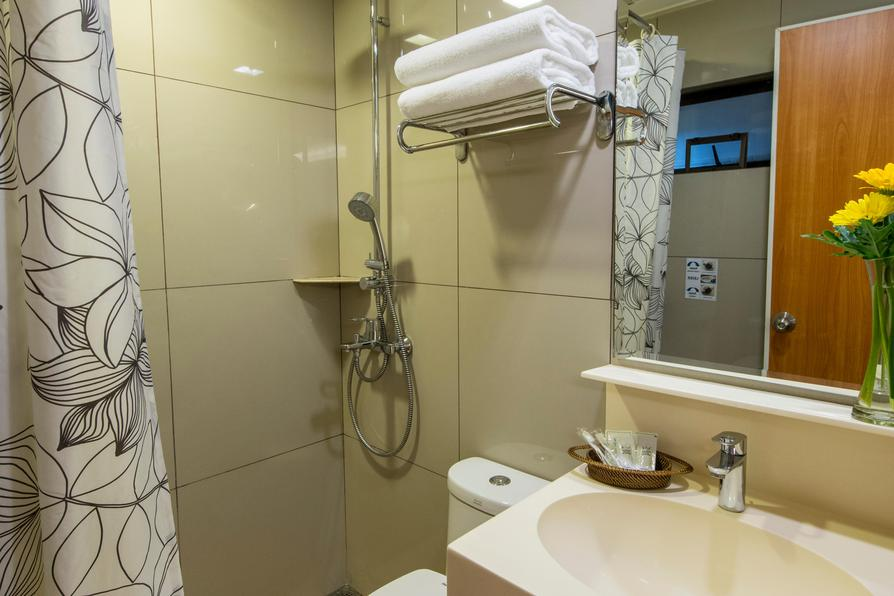 View of the toilet at Kabayan Hotel capsule dorm