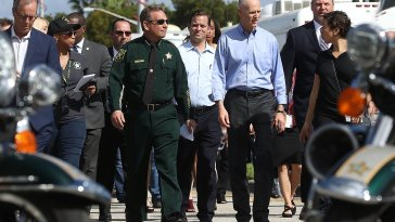 Government Failure Four Sheriff Deputies Waited Outside School During Florida Shooting