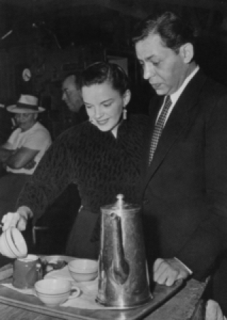 Judy Garland and Oscar Levant on the set of