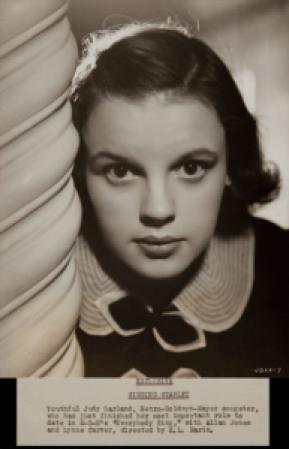 """Judy Garland in """"Everybody Sing"""""""