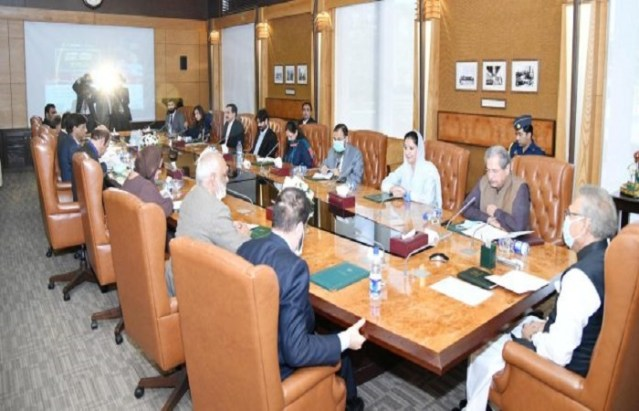 President Alvi chairs an important meeting with education experts
