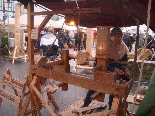 Drechselmaschine, Mittelalter, Weihnachtsmarkt St. Wendel, kasaan media, 2019