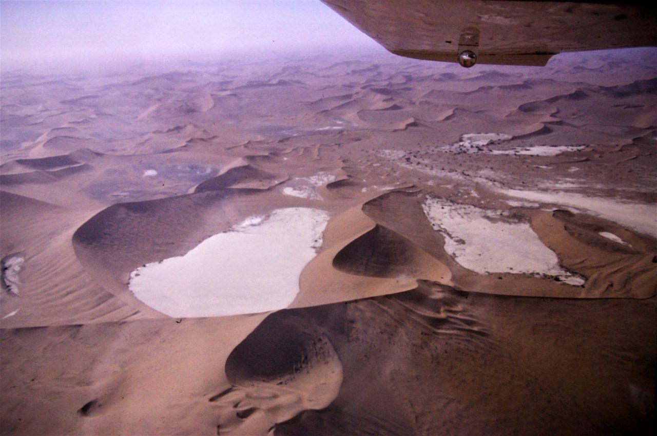 Namib mit Salzseen, mc/mcvth, kasaan media, 2020