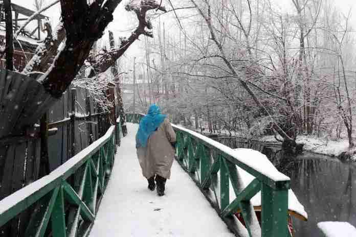 kashmir, snowfall in kashmir, kashmir snow, kashmir tourism, kashmir tourists, jammu and kashmir, srinagar, srinagar weather, kashmir weather, snow in gulmarg, snowfall in kashmir