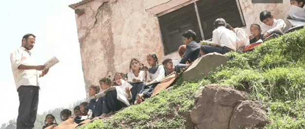 school lacks basic facalities, kashmir, jammu, education failure, administration failed, education system, education right