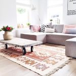 Airy Living Room With Funky Decor And A Large Kilim Rug