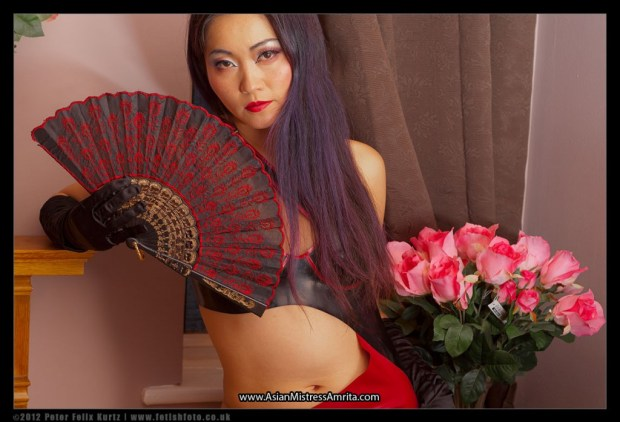 mistress-amrita-red-black-latex-and-fan