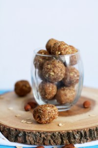 5 ingredient pumpkin almond balls that are no bake, vegan, gluten free, and ready in under an hour! They're absolutely delicious and make for the perfect afternoon pick me up. These balls are naturally sweet, contain tons of healthy fats and fiber, and delicious!