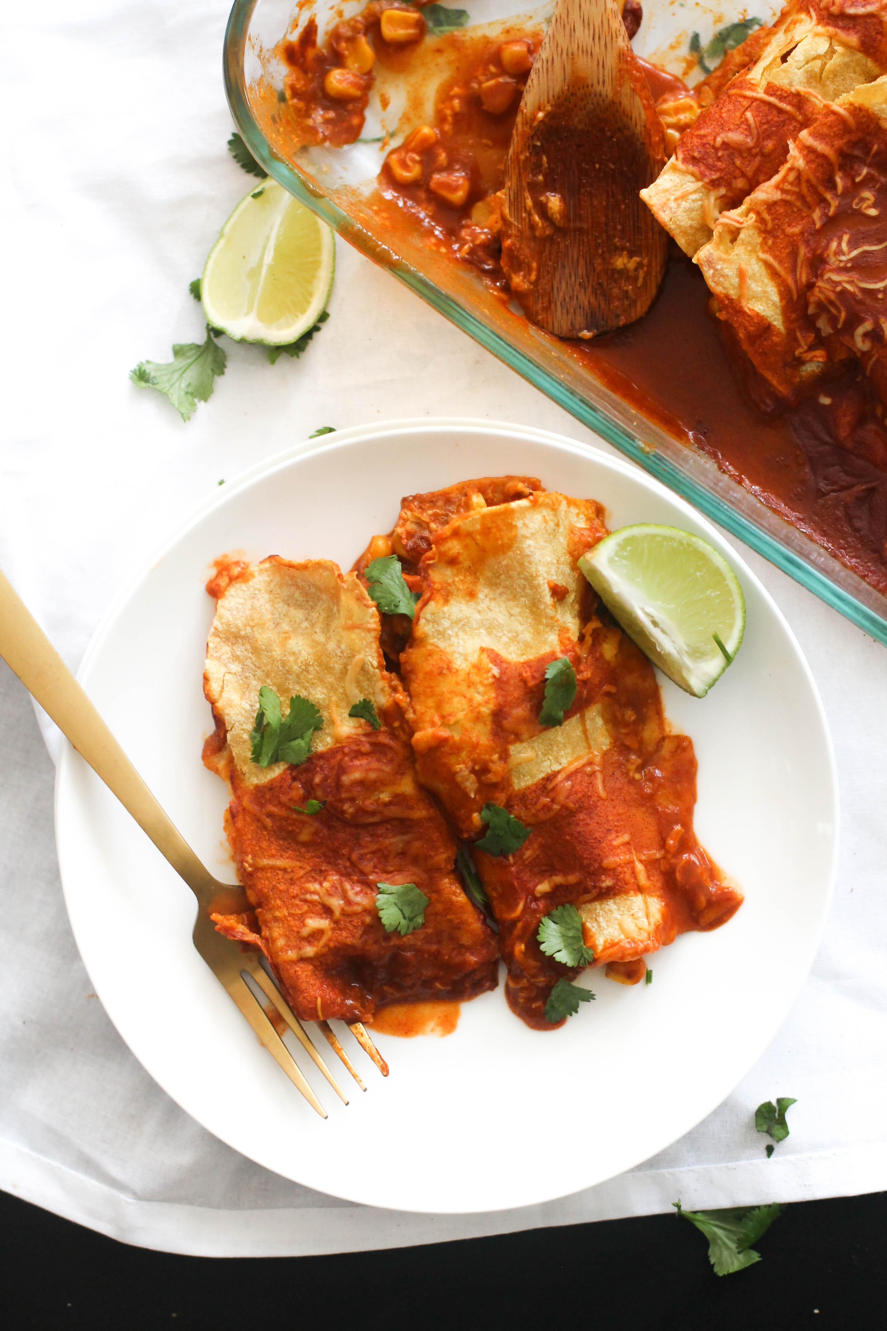 These roasted corn and sweet potato enchilada's are the perfect cozy dinner! They're made with minimal, natural ingredients, come together in under an hour, and are incredibly easy to make.