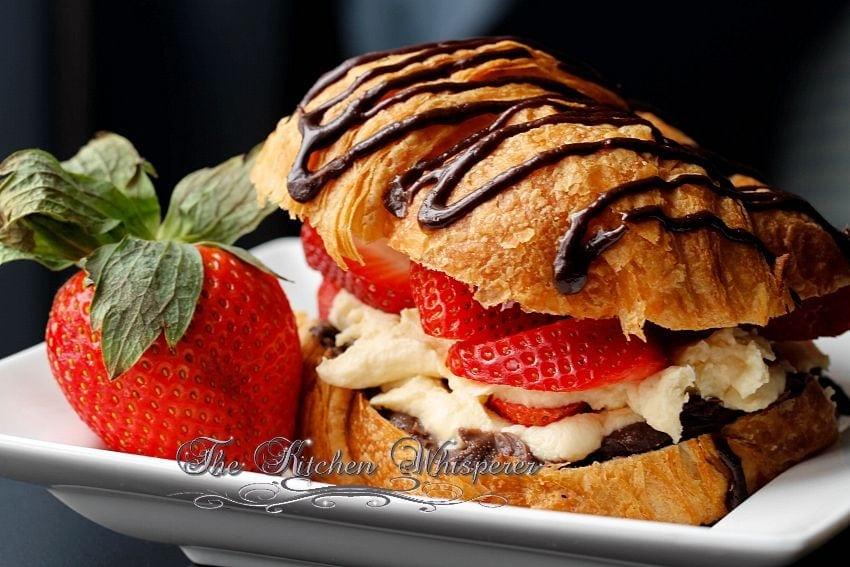 Croissant Love1