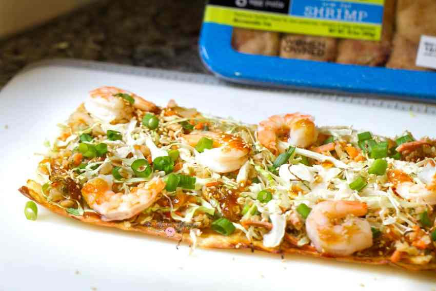 shrimp-egg-roll-thin-crispy-pizza4