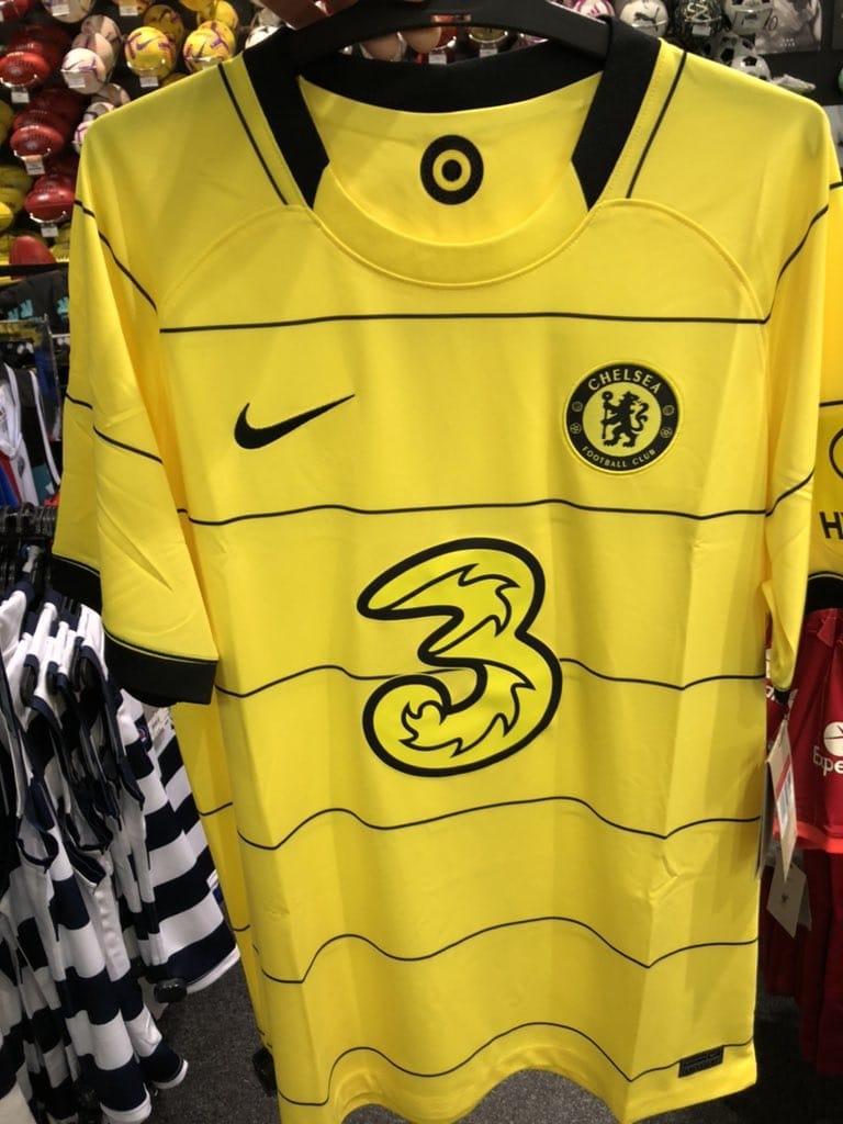 Chelsea 2021-22 away shirt