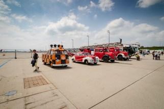Historische Fahrzeuge - sogar noch aus Zeiten in denen der Flughafen in Riem war.