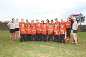 The softball team poses for a team picture following a  fun trip down to the Sunshine State / Izzy Kirck