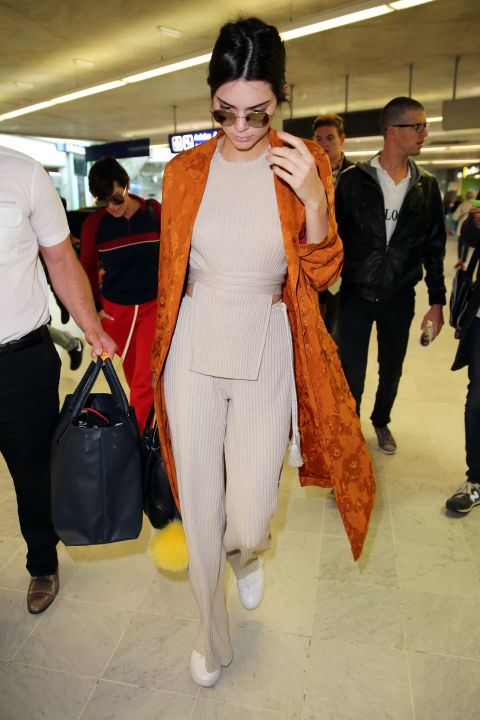 Kendall Jenner at the airport. TRAVELLING IN STYLE | Tips to look like an airport celebrity when you travel | The Lady-like Leopard
